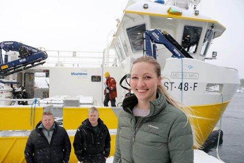 FØRSTE LEVERING: Frøymann er den første båten der Camilla Kvaløsæter har vært prosjektleder. Kundene Kalle og André Vikan er svært fornøyde med den jobben hun har gjort.