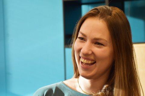 GODT MILJØ: Kristin Haanshuus i Proneo flyttet til Flatanger uten å kjenne en sjel, men fant fort tonen med de andre ansatte på Havbruksparken og forteller om et godt miljø med mye latter.