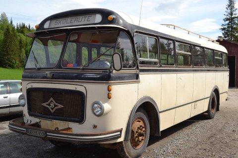GAMMEL DAME: Veteranbussen Hjørdis er et av prosjektene som har fått støtte fra Kulturminnefondet i Trøndelag hittil i år. Bussen har lang norsk brukshistorie og tilknytning til lokalmiljøet, og eies av den motorhistoriske foreninga i Ytre Namdal.