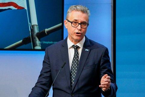 ØKT PRODUKSJON: Fiskeri- og sjømatminister Odd Emil Ingebrigtsen foreslår en ny tillatelsesordning for oppdrettsnæringen.