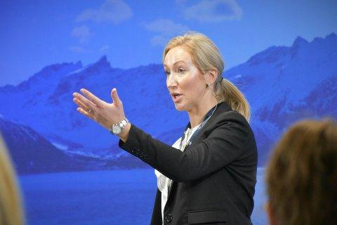 INVITERTE TIL DIALOG: Ann Iren Holm Rise, daglig leder i Kysthavnalliansen, vil ha fortgang i arbeidet flytte gods over fra veg til båt. Under Aqua Nor inviterte hun politikere, transportører og vareeiere til dialog.