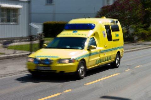Ambulanse i fart, Sommer, Horisontalt