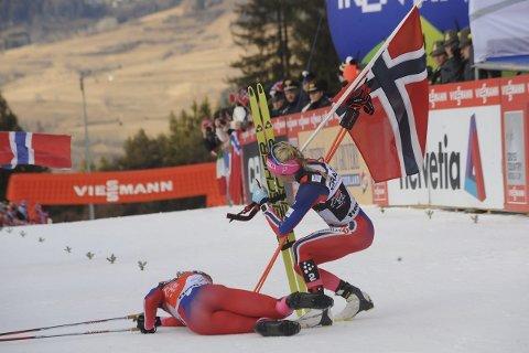 UTSLITT: Ingvild Flugstad Østberg lå utslitt med krampe i målområdet og tenkte på hvor fornøyd hun var med andreplass i Tour de Ski. Foto: Knut Befring