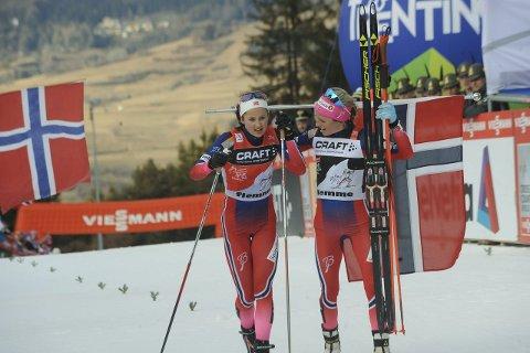 GLAD: Ingvild Flugstad Østberg smilte på toppen av seierspallen og tok også godt for seg av premiepengene i årets Tour de Ski. Foto: Knut Befring