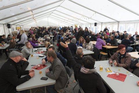 VERDENSREKORD: Arrangørene av akevittfestivalen går for verdensrekord i Fjellhallen. Dette bildet er fra festivalen i 2016.
