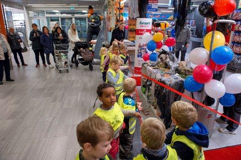Åpnig av ny Europris butikk på Amfi storsenter på Raufoss. Vestrumenga barnehage sto for snortrekk.