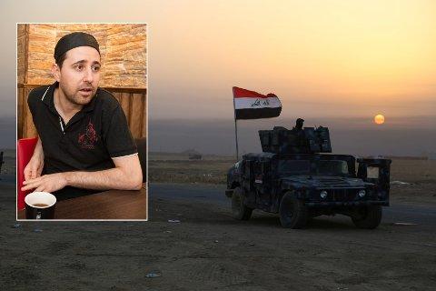 Mark Hidaya følger med på situasjonen i hjembyen Mosul på Facebook. der blir han oppdatert med hva som skjer time for time.