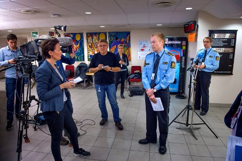 BEGJÆRER VARETEKT: Politiadvokat Kristian Johansen og politiinspektør Johan Petter Bærland på pressekonferansen tirsdag. Foto: Brynjar Eidstuen