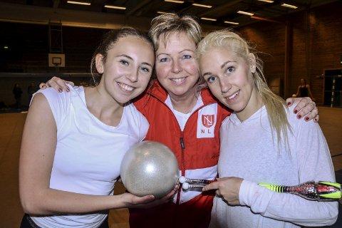 Maja Myhre (t.v.) er datter av en av de første Liv Marie Simensveen var trener for. Camilla Ulsakerhaugen (t.h.) vant NM-gull i RG for ti år siden, i 2006.