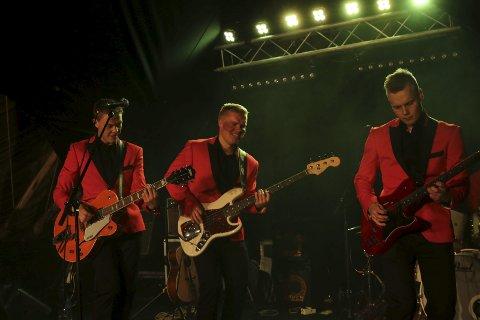 THE GAMASAMAS: De var vokst ut av skolemusikkuniformene og stilte med nytt antrekk for anledningen.foto: Geir Norling.