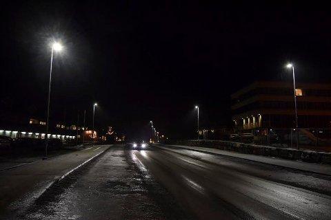 """Nye busstopp og gatelys har endret """"bybildet"""" i Hov sentrum."""