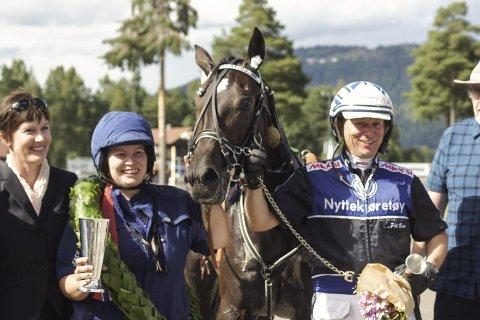 STERK AVSLUTNING: Dream Vacation tok en klar seier i Prinsesseløpet for hopper sammen med Pål Buer.