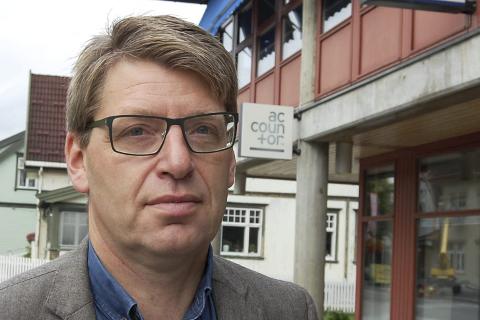 Ordfører Ola Tore Dokken føler seg ikke trygg på at distriktene får beholde ressursene sine på grunn av lav politidekning i regionen.   Foto: Ingvar Skattebu