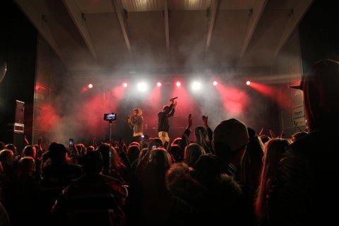 Lagde show: Publikum var ikke vanskelig å be når boybandguttene Sander Helmers-Olsen og Alexander Instøy fra The Main Level oppfordret til klapping og hopping under lørdagens konsert
