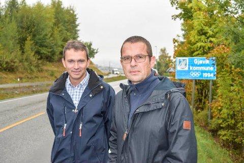 Tomm Døsen (t.v.) og Trond Nygård i aksjonsgruppa i Nordlia må smøre seg med tålmodighet før de får svar på om det igangsettes utredning av kommunegrensejustering i Nordlia.