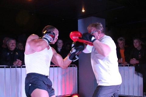 Kent Erik Bådstad viste fram sine knallharde slag mot putene som trener Erik Dahlen holdt.