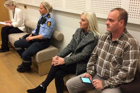 SIAN-REPRESENTANTER: Sian (Stopp islamiseringen av Norge) er til stede i rettssalen med to representanter, Lars Thorsen og Anna Bråten.