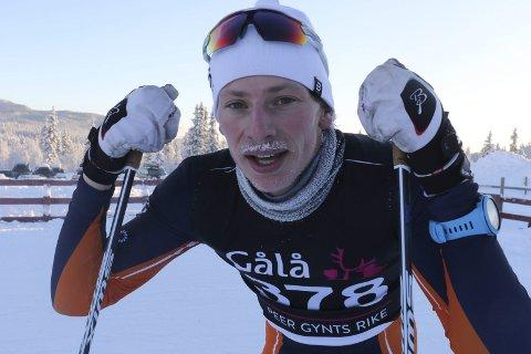 NÅ OGSÅ MED RIMETE BART: Ansgar Evensen fra Vind er uslåelig også med bart. Han vant 18-årsklassen 45 sekunder foran nestemann. Foto: Geir Norling