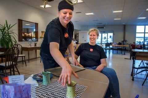 NYTT TILBUD: Kokk Monica Lereng (f.v.) og prosjektleder Marit Helene Olsen på Puls-Ditt værested inviterer til  søndagsmiddag.