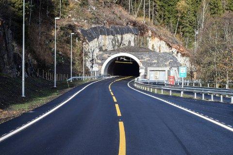 Bompengestasjonen ved Falkentunnelen i Østre Toten skal benyttes også for å kreve inn bompengene for utbygging av tunnel ved Byrudberga i Akershus.