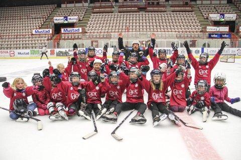 Jentehockey: Gjøvik hockey arrangerte jentehockeydag i samarbeid med Norges Ishockeyforbund. 30 jenter møtte opp til arrangementet. Foto: Henrik Hornnæss