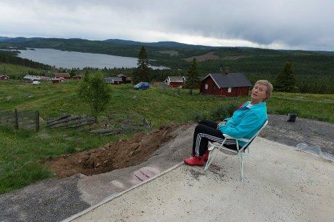 Etter å ha fått allmenningens byggetillatelse og inngått forlik med kommunen, ser Astrid Gulbrandsen fram mot å realisere hytteprosjektet sitt på Hersjøsætra.