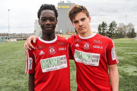 GODE: 16-åringene Kodjo Somesi (t. v) og Sivert Tallerud Bakkelund gjorde det godt da de fikk sjansen for A-laget mot Løten lørdag.