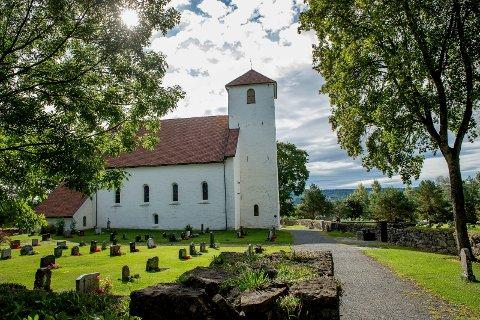Østre Toten har pene kirkegårder, men det koster også penger å holde vedlike.