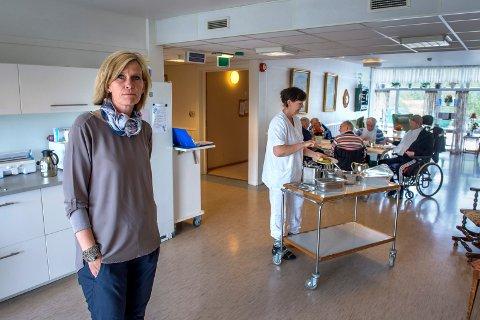 - Hvorfor er det så vanskelig å få til senere middagsserveing enn klokka 13.00 på sykehjemmet i Østre Toten? Andre kommuner får jo til dette, sier kommunepolitiker Tove Beate Skjolddal Karlsen (H).