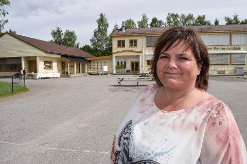 Toten montessoriskole har vært en suksesshistorie på Lund i Østre Toten etter at den kommunale skolen ble nedlagt for ti år siden. Helle Sagstuen har vært daglig leder i alle årene. Fra høsten skal hun lede en nystartet montessoriskole på Ringerike.