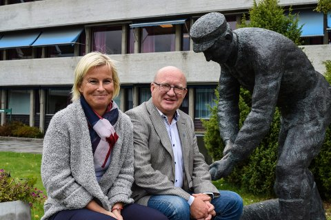 Varaordfører Mona Tønnesland Tholin (Sp) og ordfører Terje Odden (Ap) kan glede seg over bedre resultat på innbyggerundersløkelsen i år enn i 2014.