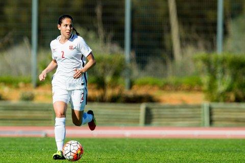 GOD KONTROLL: Kapp-jenta Ingrid Moe Wold spilte en solid kamp på høyrebacken mot Frankrike.