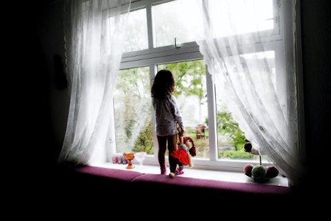 8000 – 9000 barn og unge i Innlandet blir utsatt for vold eller overgrep i hjemmene. Det betyr at en av seks unger utsettes for vold og overgrep hjemme. Nær 8000 barn lever i familier med vedvarende lav inntekt, skriver velferdsdirektøren.