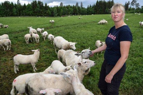Linda Suleng i Østre Toten bondelag registrerer en viss skuffelse blant medlemmene, men håper det innebærer at løftene fra ulvesaken holdes.
