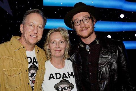 STOLTE: Amerikanske Douglas J. Enevoldsen og Jenelle Butcher Enevoldsen var ikke klar over hvor stort Stjernekamp-konseptet er i Norge. De ble overveldet av sønnens opptreden og all rosen han fikk.