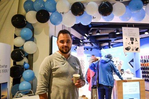 Daglig leder Bjørn Erik Neverdal gleder seg over mer enn dobling av butikkstørrelsen for Telenorbutikken på CC Gjøvik.
