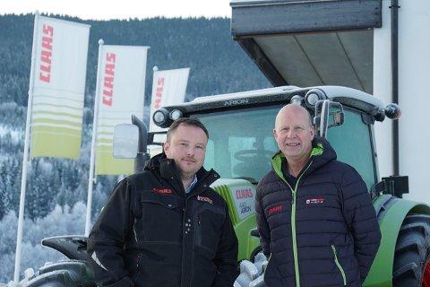 HAR LYKTES: Rune Roland (t.v.) og Oddvar Brestad har lykkes godt med introduksjonen av CLAAS.