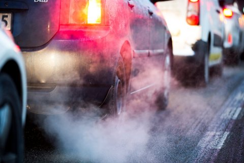 KUTTER UT EKSOSEN: Forbrukernes valg av el-bil fører til at klimagass-utslippene går ned i mange kommuner, Gjøvik-regionen inkludert.