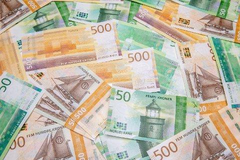 NYE PENGESEDLER: Torsdag 18. oktober innføres de nye 50- og 500-kronersedlene.