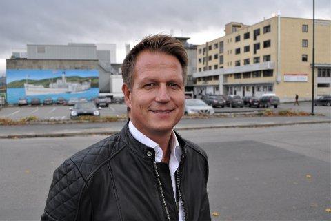 SATS PÅ SHELLTOMTA: – Den mest ideelle løsningen for å skaffe nok konferansesaler og hotellsenger i Gjøvik, er å satse på et kulturhus i kombinasjon med hotellrom på Shelltomta, mener salgsdirektør Kent Johnsen ved Quality Hotel Strand Gjøvik.