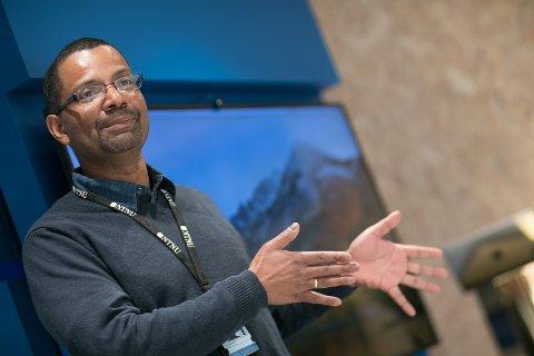 PROGRAMVARE MOT MOBBING: Heri Ramampiaro er førsteamanuensis ved Institutt for datateknologi og informatikk ved NTNU, og har sammen med Norwegian Open AI Lab utviklet en ny teknologi i kampen mot netthets.