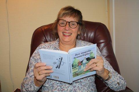 DEBUTANT: Kirsten Onstad debuterer med den nynorske barneboka Den magiske hemmelegheita. Foto: Nord-Aurdal Mållag
