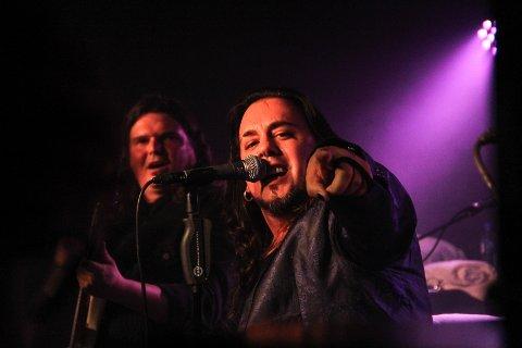 HUSVARME: Bassist Ove Husemoen og fortsatt ny vokalist Baoul Bardot Bulsara, har blitt husvarme i TNT.