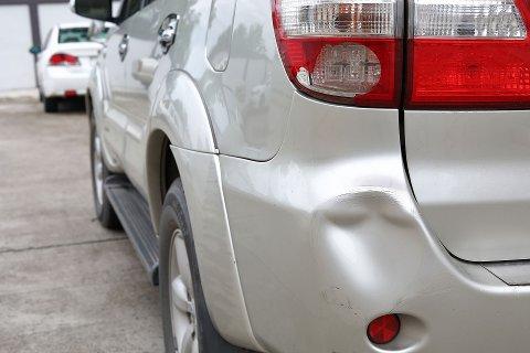 Dager da mange skal handle, er også dager da det oppstår mange bulker på biler. (Foto: Tryg Forsikring)