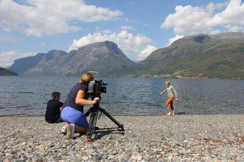 ROCKER: Hva er det som gjør at Aasmund Olavsson Vinje ikke går av moten? Det forsøker programleder Linda Eide å finne ut av i dokumentaren om Vinje.