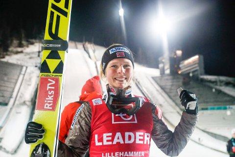 Maren Lundby vant årets verdenscup i hopp sammenlagt etter seier i Romania søndag. Arkivbilde