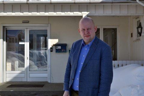 VARSLET RÅDMANNEN: Senterpartipolitker Torvild Sveen ble rystet over sterke historier i møte med Sykepleierforbundet, hvor det kom fram at vold og trusler var en vanlig del av arbeidshverdagen for mange. Nå har han tatt kontakt med rådmannen for å sette i gang tiltak.