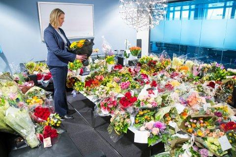 – Her spres rasistisk propaganda og det oppfordres til drap mot ledende politikere fra flere partier, skriver Aps Kjersti Stenseng om en Facebook-side som fredag bidro til en blomsteraksjon for Sylvi Listhaug.