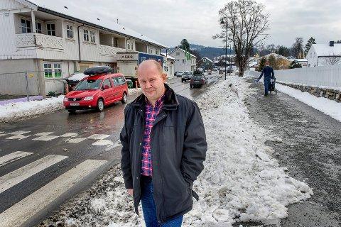 BEKYMRET: Torvild Sveen er bekymret for hva vegvesenets omorganisering vil ha å si for de statlige arbeidsplassene etaten har på Gjøvik.