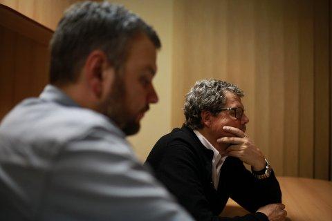 Nøster i trådene: Journalist Kristian Ervik (t.v.) og tidligere Kripos-etterforsker Asbjørn Hansen er på sporet av den ukjente mannens identitet. Mandag kveld kommer neste episode i serien, hvor de to er i Polen.